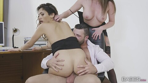 Penelope Cum Max Deeds Holly Kiss