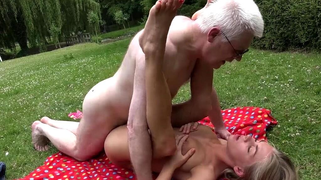 zhenshina-porno-starik-ebet-blondinku-v-rubashke-smotret-onlayn-videosemka-yaponok-svyazannie